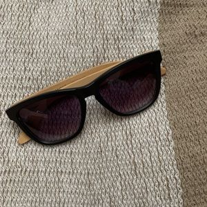 5/$20 🛎black and bamboo sunglasses🛎